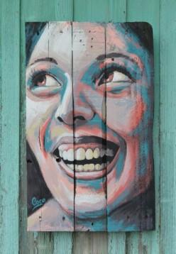 peinture-sur-bois-portrait-femme-sourire