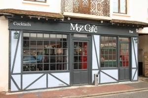 Vitrine du Moz Café à Crouy sur Ourcq. Exposition de mes tableaux du3 février au 31 mars