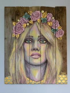 tableau-portrait-femme-couronne-fleurs-doré-peinture-bois-palette