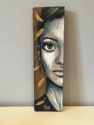peinture-tableau-bois-demi-portrait-motif-doré-plumes