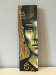 peinture-tableau-bois-demi-portrait-motif-doré-plumes-paon