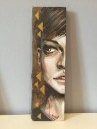 peinture-tableau-bois-demi-portrait-motif-doré-triangle